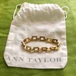 Ann Taylor gold chain link bracelet.